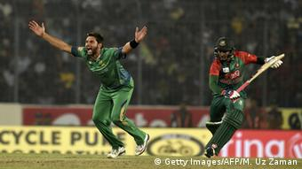 Pakistani cricketer Shahid Afridi (L) unsuccessfully appeals for a Leg Before Wicket (LBW) decision against Bangladesh batsman Mushfiqur Rahim (R) during the Asia Cup T20 cricket tournament match between Bangladesh and Pakistan at The Sher-e-Bangla National Cricket Stadium in Dhaka on March 2, 2016 (Photo: MUNIR UZ ZAMAN/AFP/Getty Images)