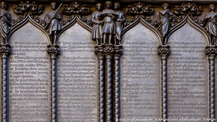 Deutschland Thesentür an der Schlosskirche in Wittenberg (picture-alliance/dpa/H. Schmidtpicture-alliance/dpa/H. Schmidt)