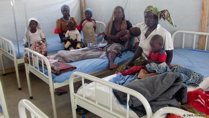 Kamerun Afrika Krankenhaus Frauen mit Kindern