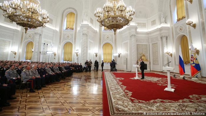 Russland Präsident Wladimir Putin - Auszeichnung im Kreml (picture-alliance/dpa/Sputnik/E. Shtukina)