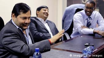 Afrika Johannesburg Ajay und Atul Gupta bei Interview
