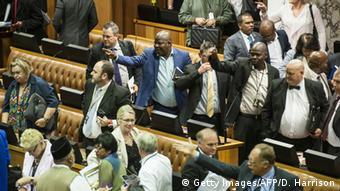 Südafrika - Aufruhr im Parlament