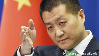 China Beinjing Lu Kang chinesischer Aussenminister (picture-alliance/Kyodo)