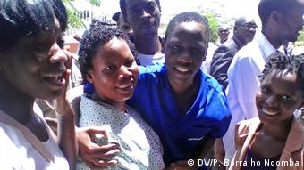 Angola Aktivisten mit Familien (DW/P. Borralho Ndomba)