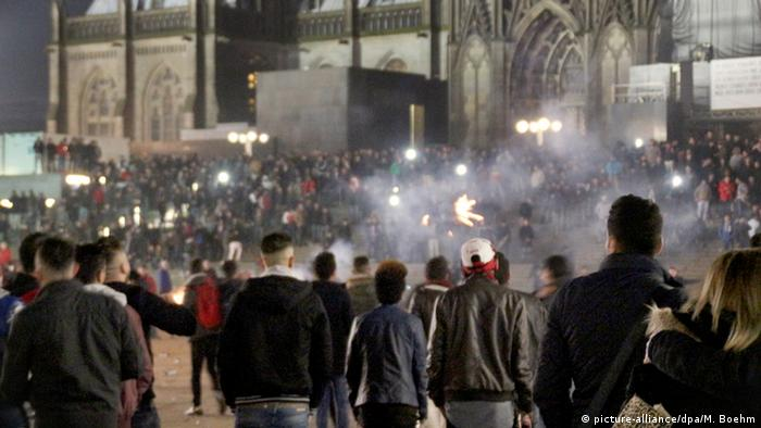 Chaos in Cologne on New Year's Eve (picture-alliance/dpa/M. Boehm)