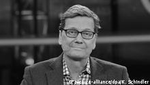08.11.2015 *** ARCHIV - Guido Westerwelle, ehemaliger Bundesaußenminister (FDP), aufgenommen am 08.11.2015 während der ARD-Talksendung «Günther Jauch» zum Thema «Schockdiagnose Krebs - Guido Westerwelle bei Günther Jauch» im Studio des Berlin Gasometer. Guido Westerwelle war im Juni 2014 an Leukämie erkrankt und veröffentlichte Anfang November 2015 sein Buch «Zwischen zwei Leben», in dem er die Zeit nach der Diagnose beschreibt. Foto: Karlheinz Schindler/dpa (zu dpa «Westerwelle weiterhin im Krankenhaus» vom 10.03.2016) +++(c) dpa - Bildfunk+++ Copyright: picture-alliance/dpa/K. Schindler