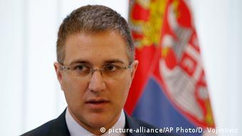 Ungarn Serbiens Innenminister Nebojsa Stefanovic (picture-alliance/AP Photo/D. Vojinovic)