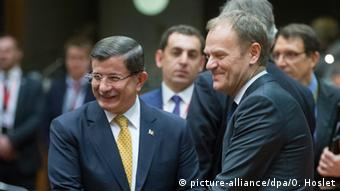 Ahmet Davutoglu and Donald Tusk (c) picture-alliance/dpa/O. Hoslet