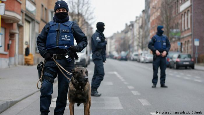 Belgien Polizeieinsatz in Brüssel-Molenbeek