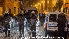Belgien Moolenbeek Polizei sicher Strasse wegen Razzia
