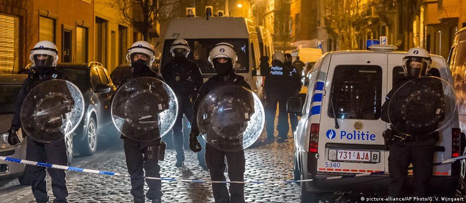 Operação policial no bairro de Bruxelas onde Salah Abdeslam foi detido