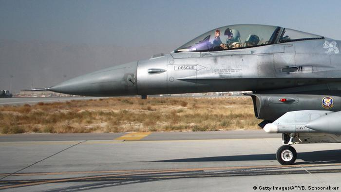 Afghanistan US-Kampfjet F16 in Baghram (Getty Images/AFP/B. Schoonakker)