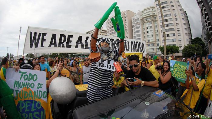 Brazil protests against Lula da Silva and Dilma Rousseff Copyright: DW/T. Käufer