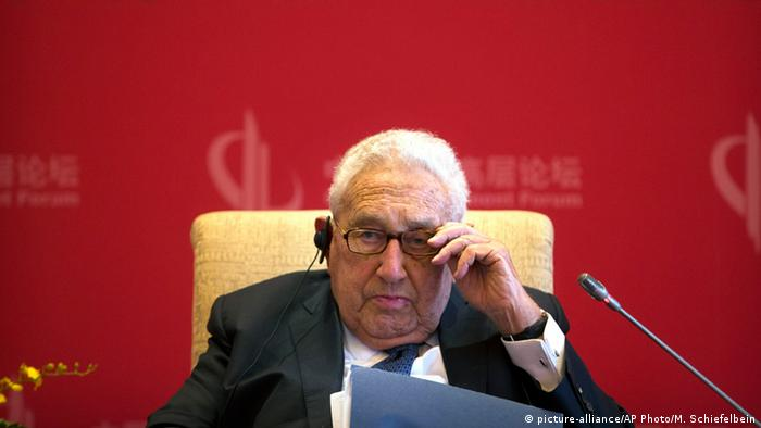 China Beijing Entwicklungsforum 2016 Henry Kissinger (picture-alliance/AP Photo/M. Schiefelbein)