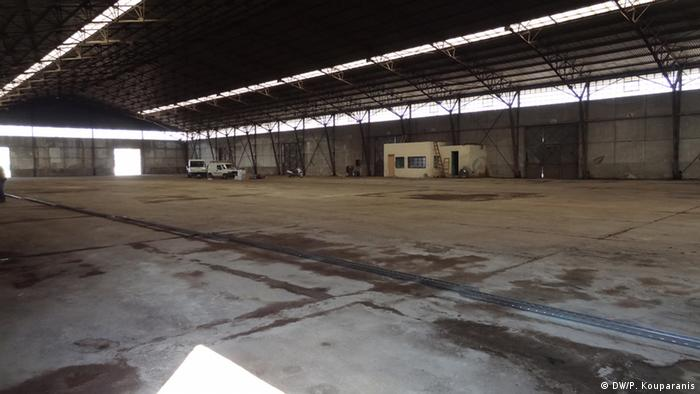 Griechenland Thessaloniki Lagerhalle für die Aufnahme von Flüchtlingen