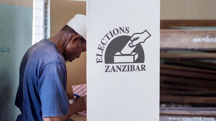 A man casts his ballot at a polling station of Stone Town, in Zanzibar, on March 20, 2016 (Photo: DANIEL HAYDUK/AFP/Getty Images)