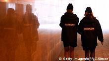 Symbolbild Polizei Russland July 31, 2015Police women walk in a tunnel near the Kazan Arena Stadium during the 2015 FINA World Championships in Kazan on July 31, 2015. AFP PHOTO / CHRISTOPHE SIMON (Photo credit should read CHRISTOPHE SIMON/AFP/Getty Images) Getty Images/AFP/C.Simon