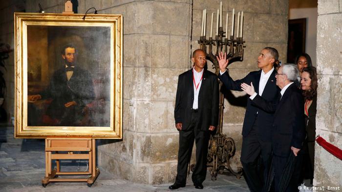 US-Präsident Obama vor einem Lincoln-Bild beim Staatsbesuch in Havanna (Foto: Reuters/J. Ernst)