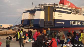Πρόσφυγες που καταφθάνουν στη Λέσβο