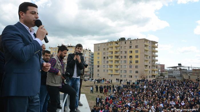Türkei Diyarbakir Selahattin Demirtas hält Rede an Newroz Fest