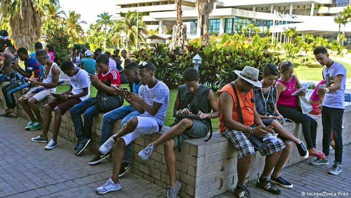 Kuba Wifi-Hotspot in Havanna (Imago/Zuma Pres)