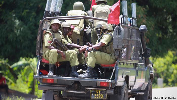 Maafisa wa polisi wakifanya doria visiwani Zanzibar. (Picha ya maktaba)