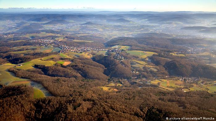 Luftaufnahme des Spessarts mit Sicht nach Osten