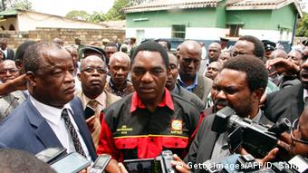 Opposition leader Hichilema is mobbed by journalists during an outdoor press gathering (c) Getty Images/AFP/D. Salim