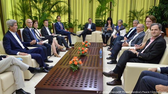 John Kerry meets with Colombian govt officials (picture alliance/AP PhotoColombia's Peace Commissioner)