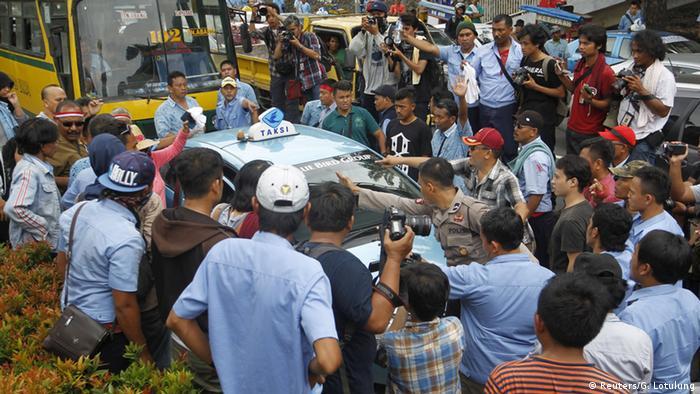 demo taxi Jakarta polisi bluebird anti uber