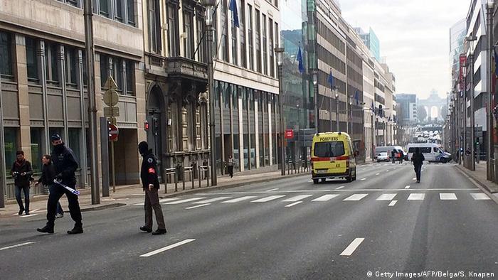 Belgien Brüssel Metro Station Maalbeek Polizei Absperrung