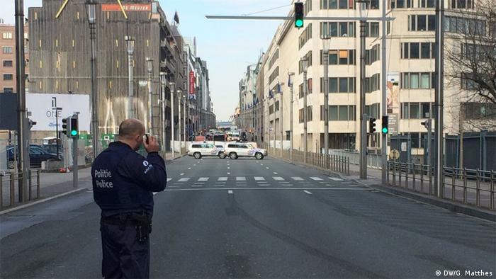 Belgien Brüssel Innenstadt Rue de la Loi Polizei Absperrung