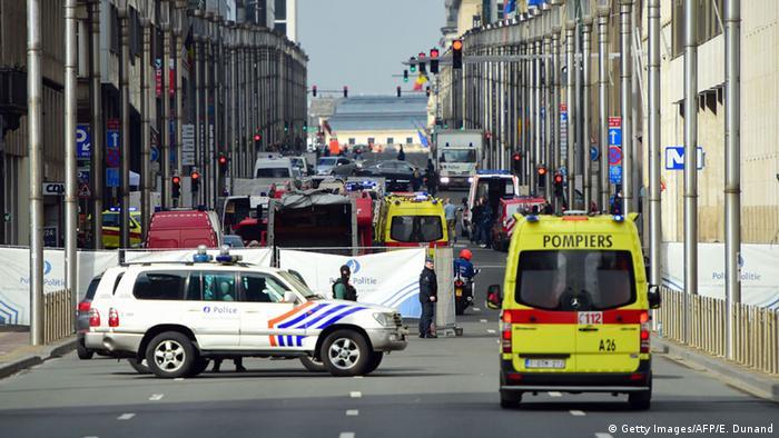 перекрытая улица в районе станции метро Мальбек в Брюсселе