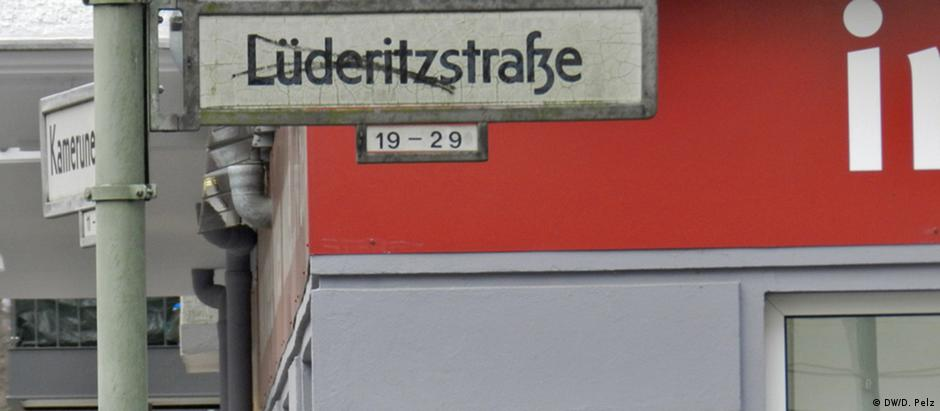 A rua Lüderitzstrasse, no bairro de Wedding, em Berlim, é uma homenagem a Adolf Lüderitz, colonizador alemão na África