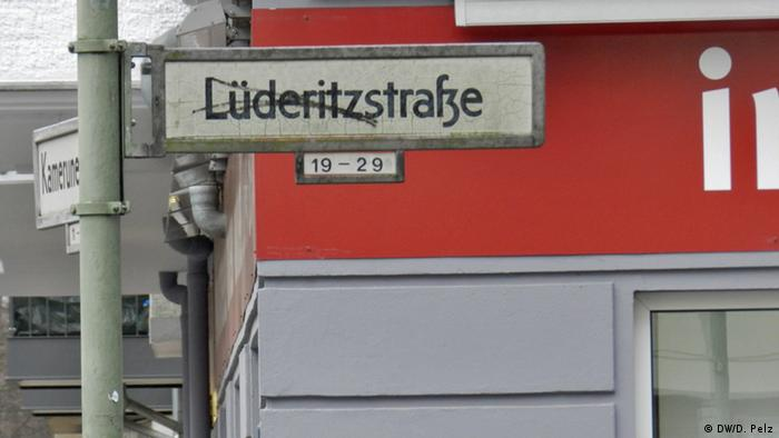 Berlin sign with streetname Lüderitz Street crossed out (DW/D. Pelz)