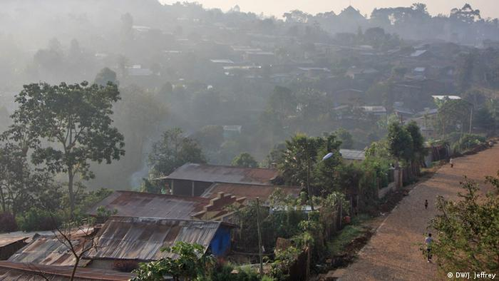 Äthiopien: Herkunft des Kaffees (Foto: James Jeffrey/DW)