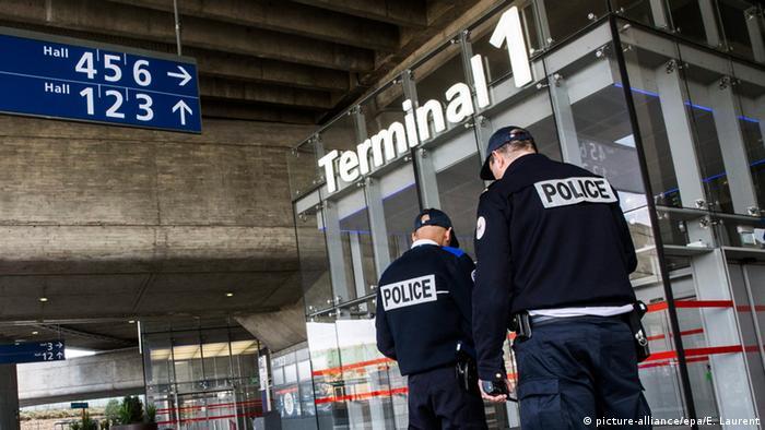 Frankreich Flughafen Charles de Gaulle in Paris verstärkte Sicherheitsmaßnahmen
