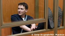 22.03.2016 **** Bildunterschrift:Ukrainian military pilot Nadiya Savchenko sits inside a defendant's cage during her sentencing hearing at a court in the southern Russian town of Donetsk, on March 22, 2016. A Russian court resumes its sentencing hearing in the high-profile murder trial of Ukrainian helicopter pilot Nadiya Savchenko, which the West and Kiev have condemn as a politically-motivated farce. AFP PHOTO / VASILY MAXIMOV / AFP / VASILY MAXIMOV (Photo credit should read VASILY MAXIMOV/AFP/Getty Images) © Getty Images/AFP/V. Maximov