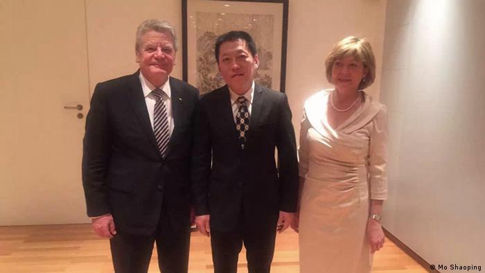 China Deutschland Joachim Gauck spricht mit Menschenrechtsanwälten in der Botschaft in Peking (Mo Shaoping)