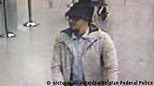 schlechte Qualität epa05226012 A handout photograph provided by Belgian Federal Police shows a CCTV grab of a suspect in the Zaventem airport attack in Brussels, Belgium, 22 March 2016. A surveillance camera at Zaventem airport in Brussels captured footage of the alleged perpetrators of the explosions that took place earlier the day. It reveals two men dressed in black and both wearing one glove on their left hand, which according to La Libre Belgique could have served to conceal the detonators. The third, dressed in a white jacket and wearing a black hat, is being 'actively pursued' in the meantime, according to Belgian newspapers. EPA/BELGIAN FEDERAL POLICE / HANDOUT BEST QUALITY AVAILABLE HANDOUT EDITORIAL USE ONLY/NO SALES picture-alliance/dpa/Belgian Federal Police