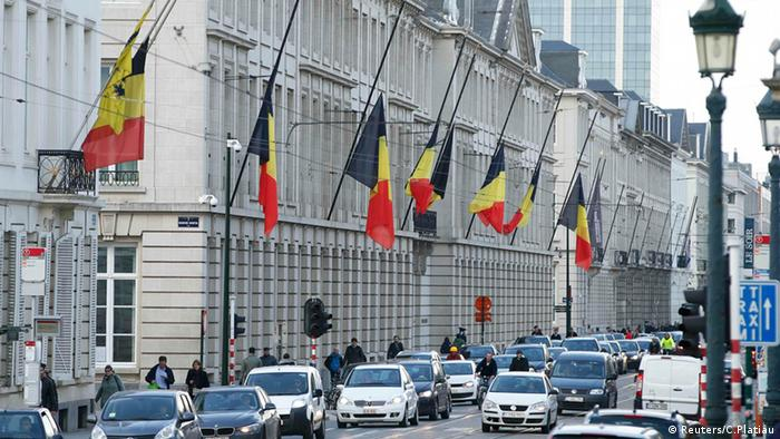 Conductor intenta atropellar a multitud en Bélgica