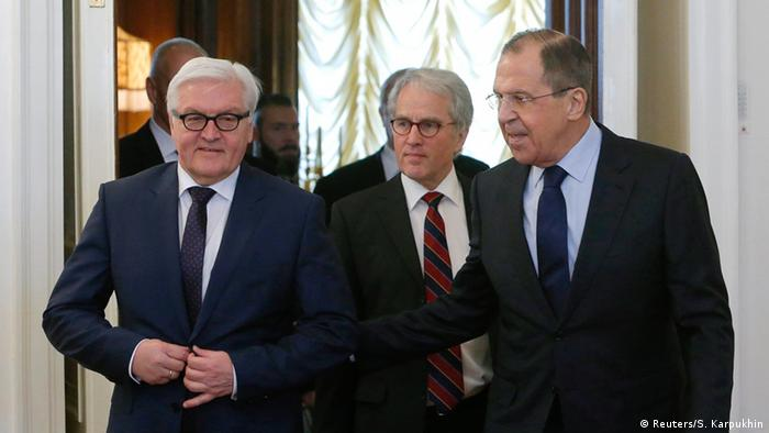 Russian Foreign Minister Sergei Lavrov (R) and his German counterpart Frank-Walter Steinmeier