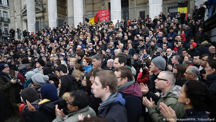 Minuto de silêncio por vítimas de atentados, Place de la Bourse, Bruxelas