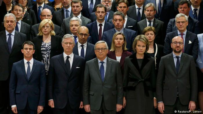 Высокопоставленные чиновники Европы во время минуты молчания в Брюсселе