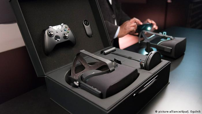Oculus Rift at CES in Las Vegas, 2016 (picture-alliance/dpa/J. Ogulnik)