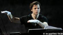 Rußland Dirigent Teodor Currentzis bei einer Probe in Moskau