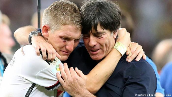 Brasilien Rio de Janeiro Bastian Schweinsteiger und Joachim Löw (picture-alliance/dpa/S. Suki)