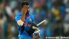 23.03.2016, Indien, Bengaluru Cricket - India v Bangladesh - World Twenty20 cricket tournament - Bengaluru, India, 23/03/2016. India's Hardik Pandya walks off the field after his dismissal. Copyright: Reuters/D. Siddiqui