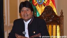 März 2016,Bolivien A handout picture made available by the Bolivian Agency of Information (ABI) shows Bolivian President Evo Morales speaking in La Paz, Bolivia, 29 February 2016. President Morales was responding to unconfirmed reports that the child he had with his former partner Gabriela Zapata in 2007 was actually alive and living at an undisclosed location. Morales believed that the boy had died nine years ago. Morales is facing corruption allegations that he denies, allegations that involve using his influence to direct lucrative contacts to CAMC Engineering, a Chinese firm that employes Gabriela Zapata. Copyright: picture-alliance/dpa/Abi