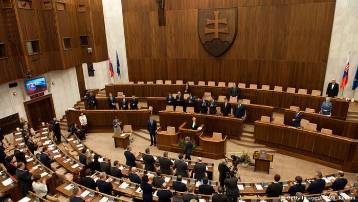 Роберт Фіцо був приведений до присяги в стінах словацького парламенту 23 березня 2016 року (на фото)